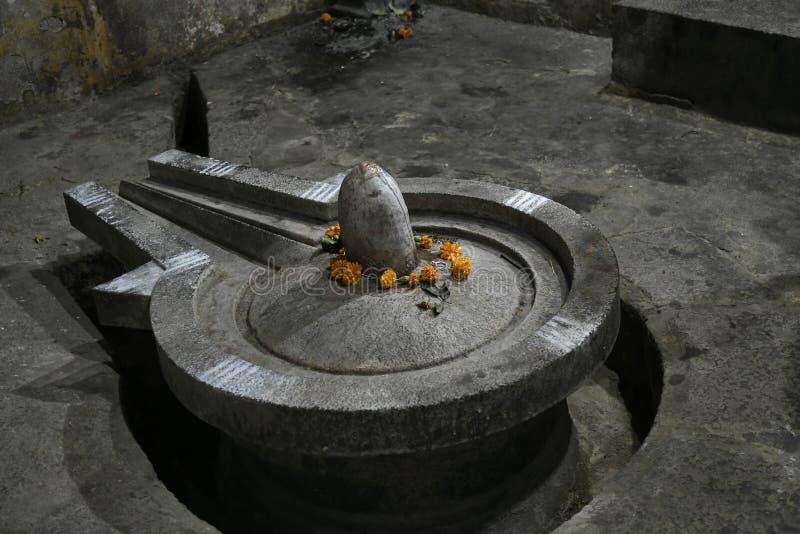 Shiva Statue i form av Pindi och Linga på den Shiva templet mitt emot den Vitthal templet, Palashi, Parner, Ahmednagar royaltyfri fotografi