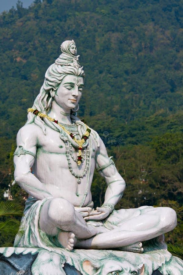 Shiva-Statue in Rishikesh, Indien lizenzfreie stockfotografie