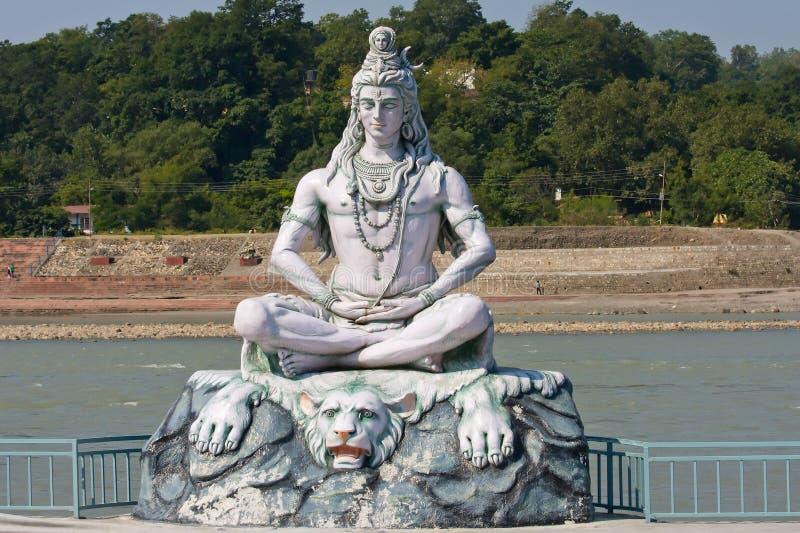 Shiva staty i Rishikesh, Indien fotografering för bildbyråer