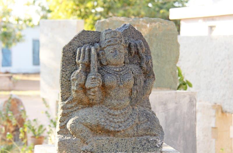 Shiva Stone ligt in het openluchtmuseum in Hampi, India Steen s royalty-vrije stock afbeelding