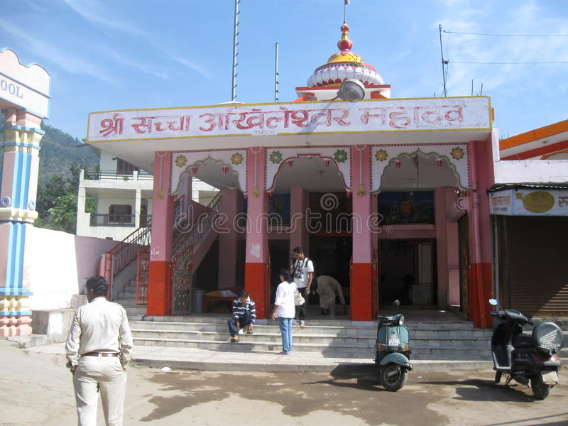 Shiva Temple Lakshman Jhula Rishikesh Indien arkivbilder