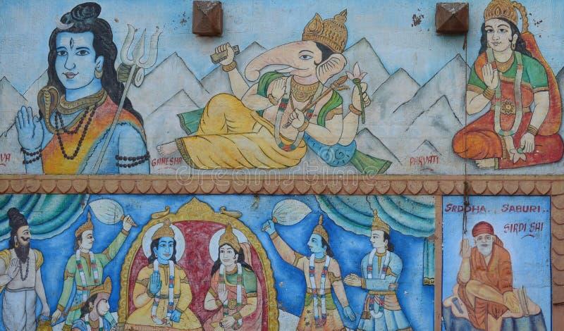 Shiva und Ganesh Hindu Deities Painted in einer Straßen-Wand in Varanasi, Indien lizenzfreies stockfoto