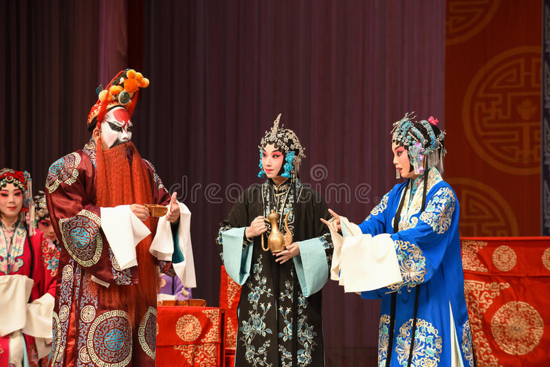 """Shocked by the bad news- Beijing Opera"""" Women Generals of Yang Family"""". This opera tells a patriotic story how does an old woman of a hundred years royalty free stock images"""