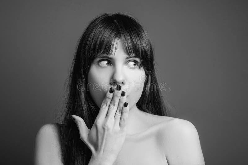 Shocked erschrak beeindrucktes Gefühldamenporträt lizenzfreie stockfotografie