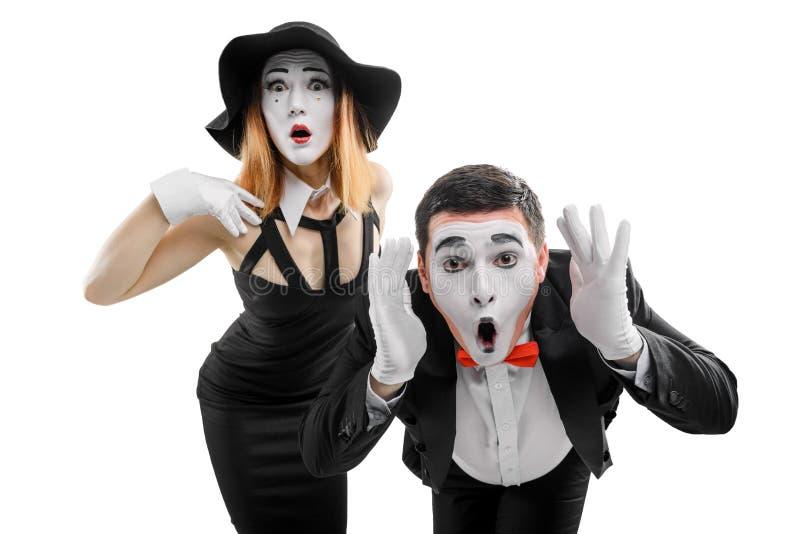 Shocked mimica artistas no branco fotos de stock