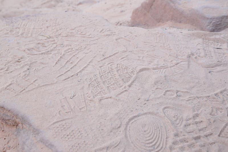 Shoeprints в песке стоковые изображения rf