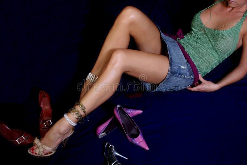 Download Shoes kvinnan arkivfoto. Bild av högt, shoppa, signal, skor - 993586
