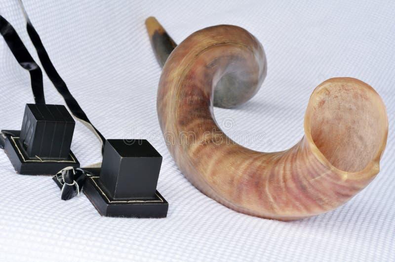 Shofar (chifre) com Tefillin imagens de stock royalty free