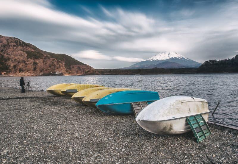 Shoji sjö i otta med mt Fuji siktsreflexion Yamanashi fotografering för bildbyråer