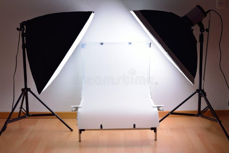 Shootingstół i pracowniany oświetleniowy system fotografia stock