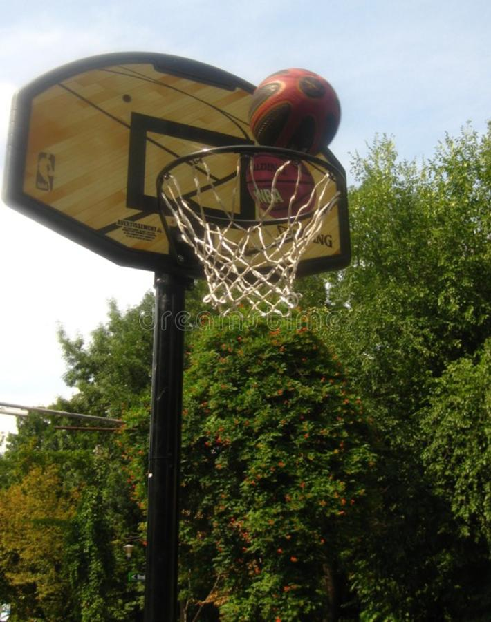 shooting-the-basketball-at-the-hoop royalty free stock images