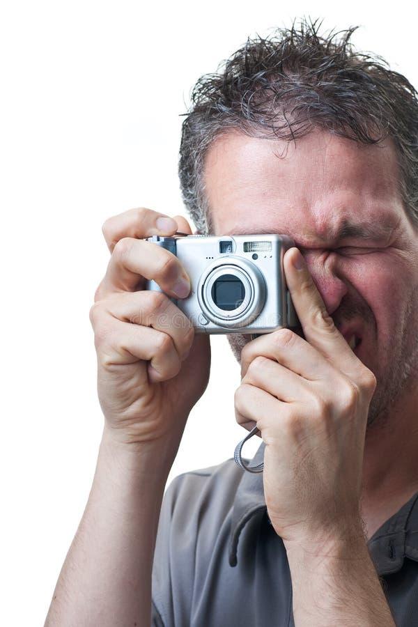 Shooting del hombre con las pequeñas cámaras digitales en blanco foto de archivo libre de regalías