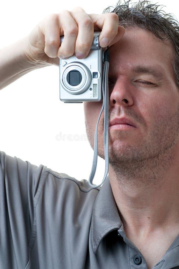 Shooting del hombre con las pequeñas cámaras digitales en blanco fotos de archivo libres de regalías
