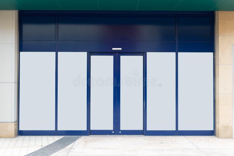 Shop-Butiken-Speicher-Front mit großem Fenster und Platz für Namen stockfotografie
