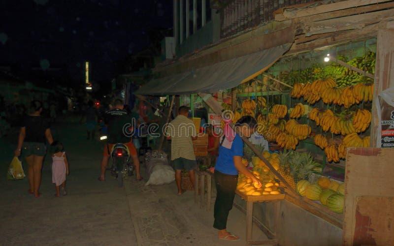 Shop mit tropischer Frucht lizenzfreie stockbilder