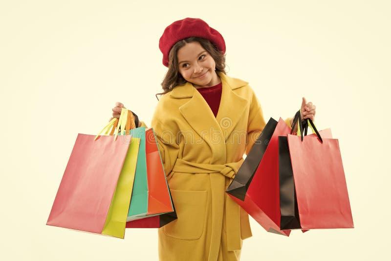 Shopaholic?? 标志您使上瘾对购物 孩子逗人喜爱的女孩举行束购物带来 孩子满意 库存图片