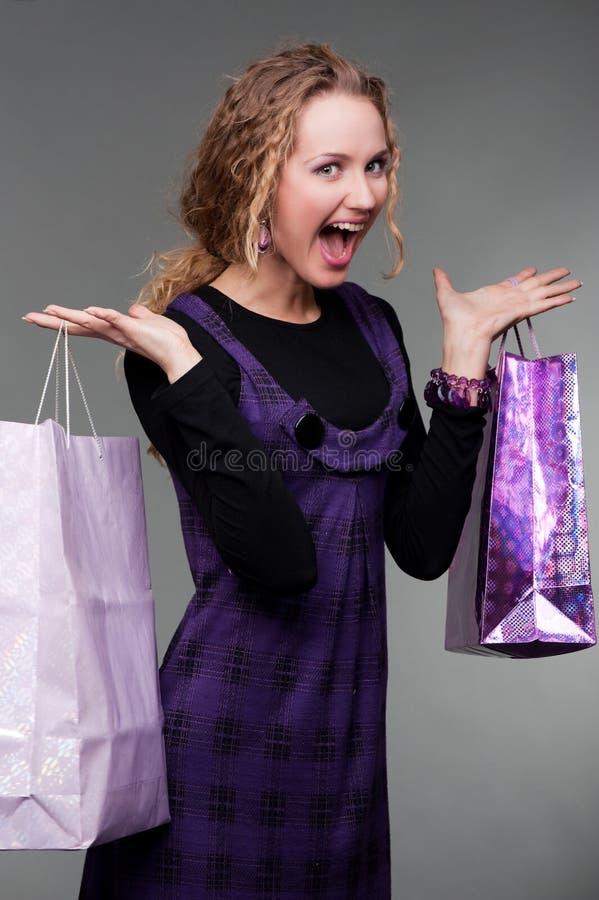 Shopaholic heureux photographie stock libre de droits