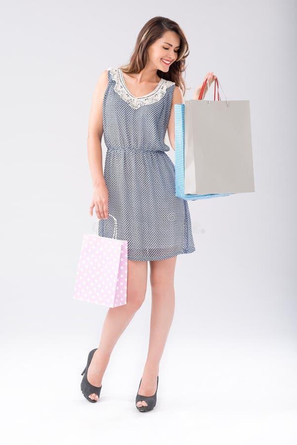Shopaholic heureux images libres de droits