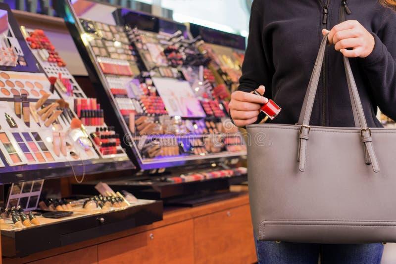 Shoplifter przy pracą zdjęcia royalty free