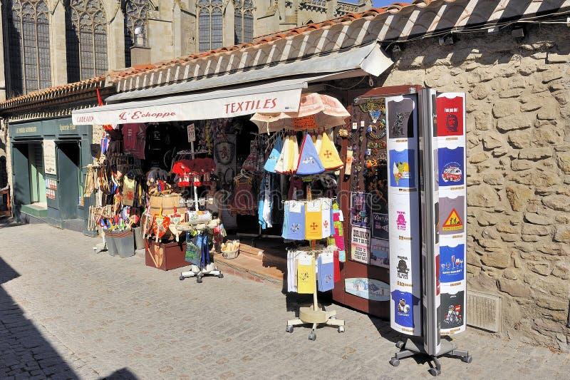 Shoppa av turist- souvenir i den stärkte staden av Carcassonne royaltyfria foton