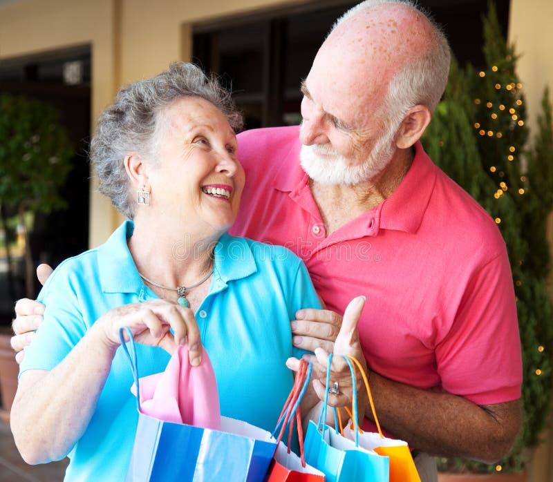 shoppa för förälskelsepensionärer arkivbild