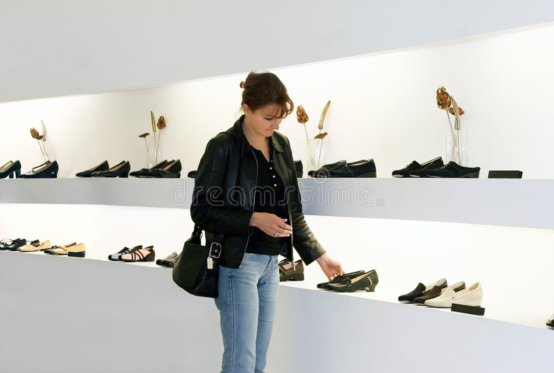 shoppa för skor arkivbild
