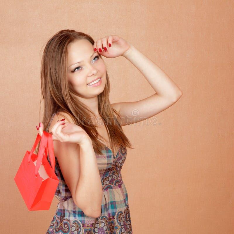 shoppa för påseflicka som är litet mycket fotografering för bildbyråer