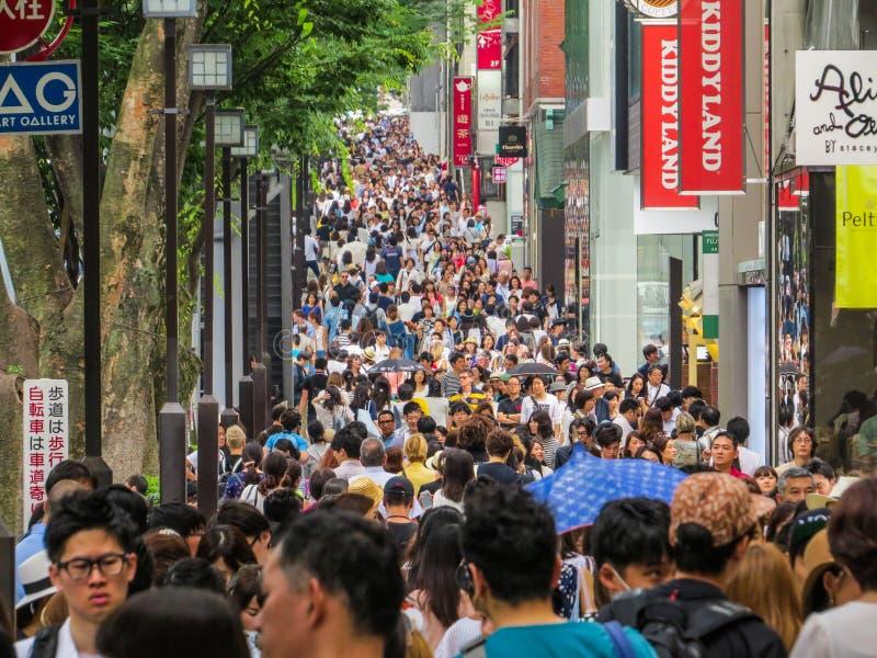 Shoppa folkmassan royaltyfria bilder