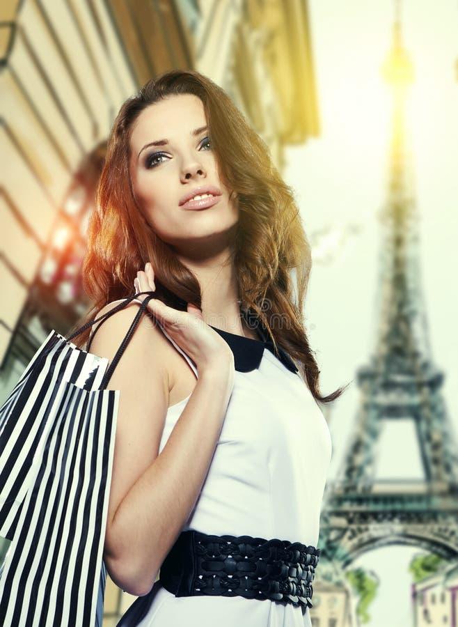 Shoppa i Paris fotografering för bildbyråer