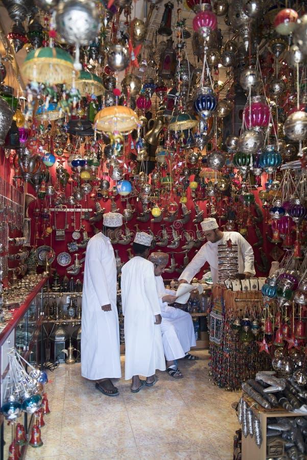 Shoppa i suk Nizwa, Oman royaltyfria foton