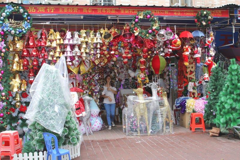 Shoppa med julpynt i Guangzhou Kina royaltyfri fotografi
