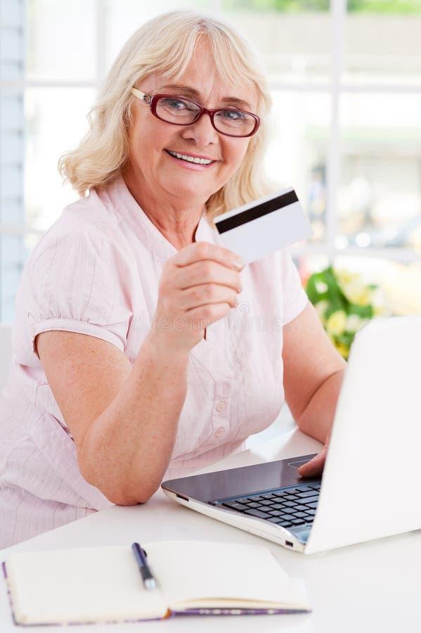 Shoppa online arkivfoton