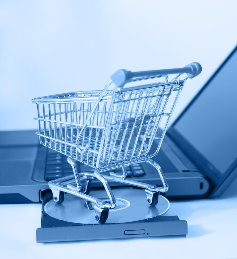 shoppa online arkivbild