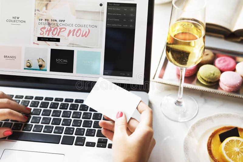Shoppa online-betalning shoppa kreditkortbegreppet royaltyfri foto