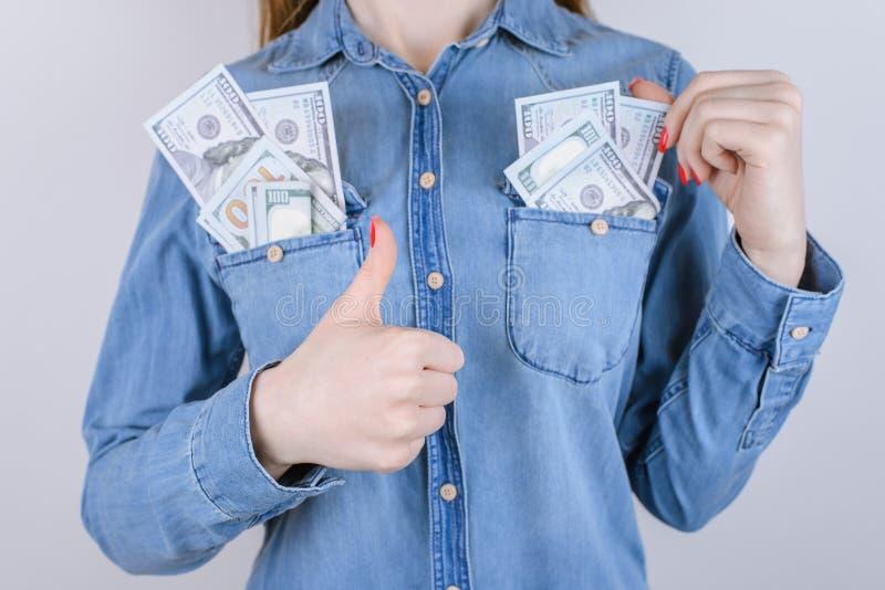 Shoppa online-köparen motta bu för vinst för plånboken för segern för försäljningslånskatt arkivbilder