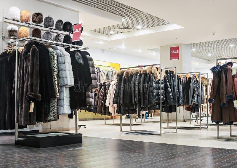 Shoppa outerwear arkivbild