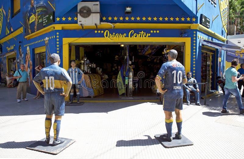 Shoppa på stadionlaen Bombonera i La Boca, Buenos Aires, Argentina royaltyfri bild