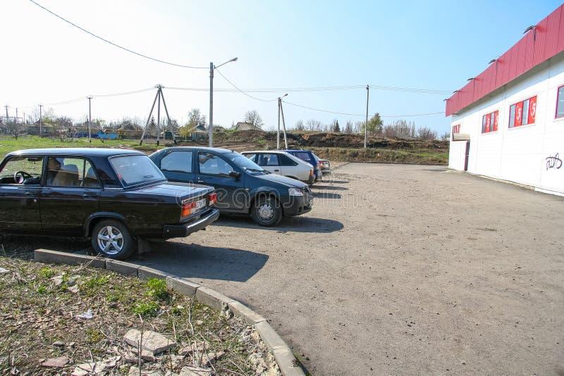 Shoppa `-Pyaterochka ` längs den Kovalev gatan i staden av Gukovo fotografering för bildbyråer