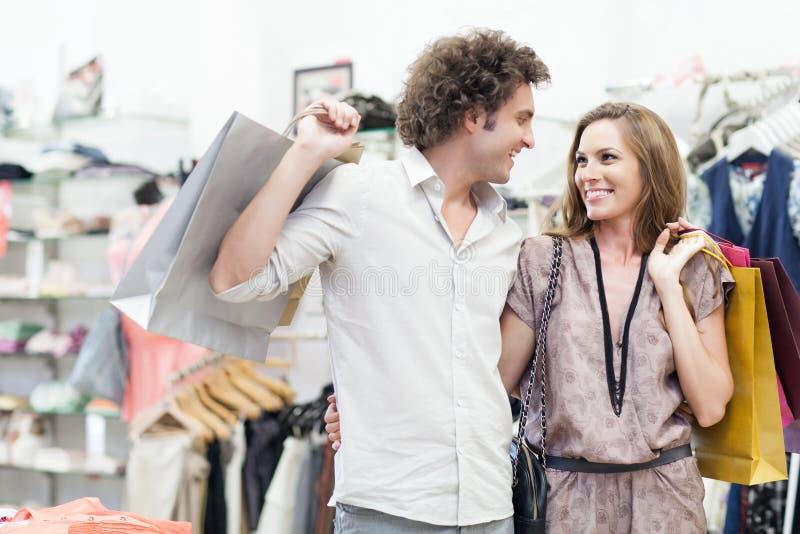 Shoppa tillsammans arkivfoton