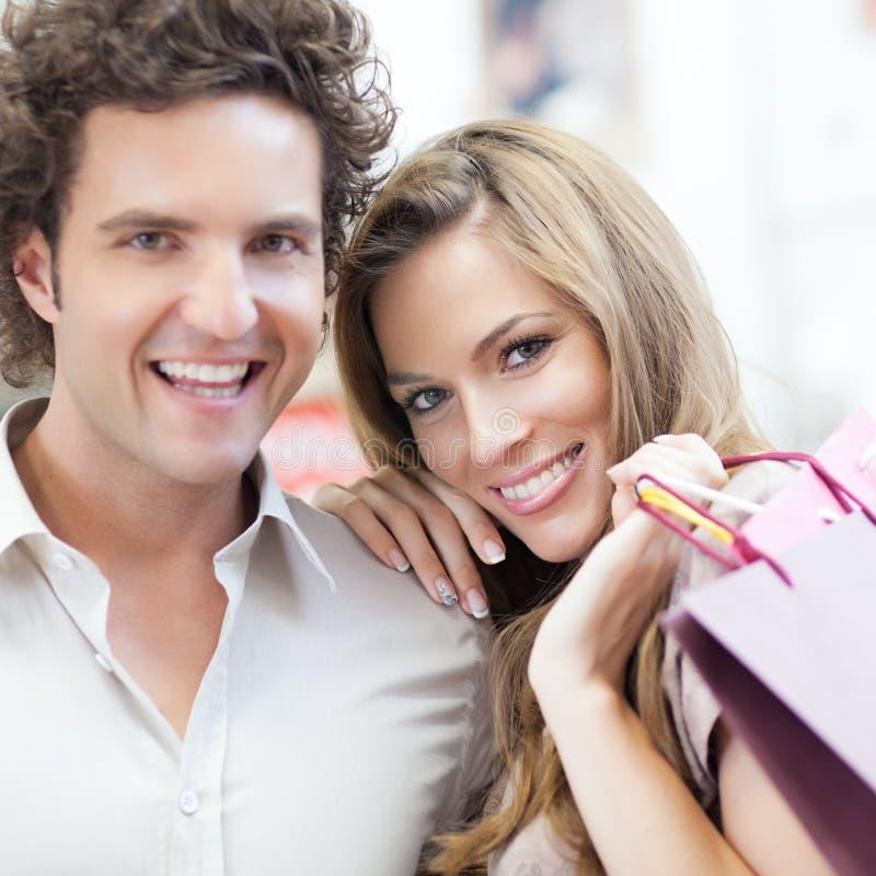 Shoppa tillsammans royaltyfri foto
