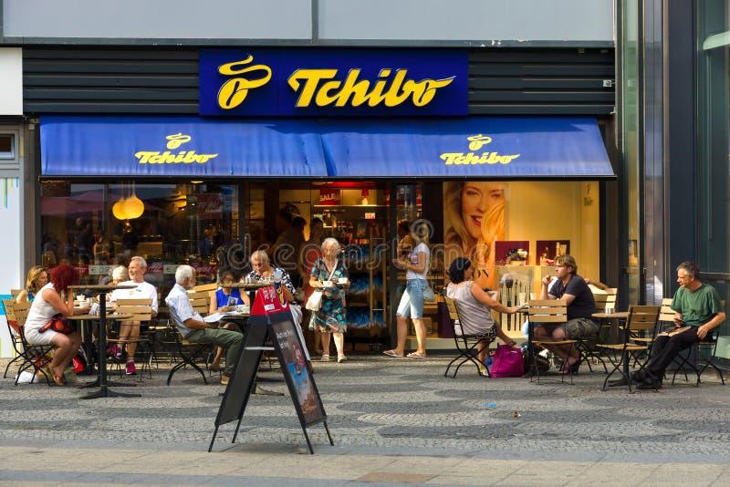 Shoppa Tschibo på Kurfuerstendamm fotografering för bildbyråer