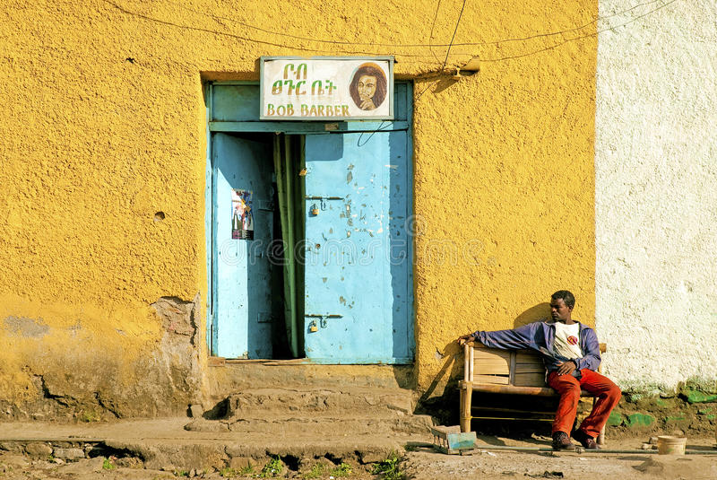 Barberaren shoppar i gonder ethiopia royaltyfri bild
