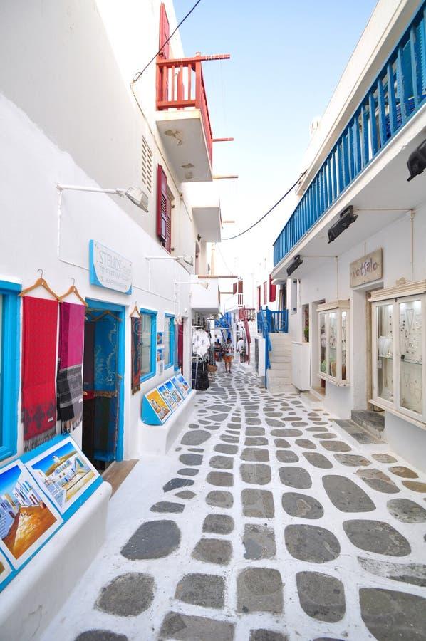Shoppar i den Mykonos staden, Grekland royaltyfri bild