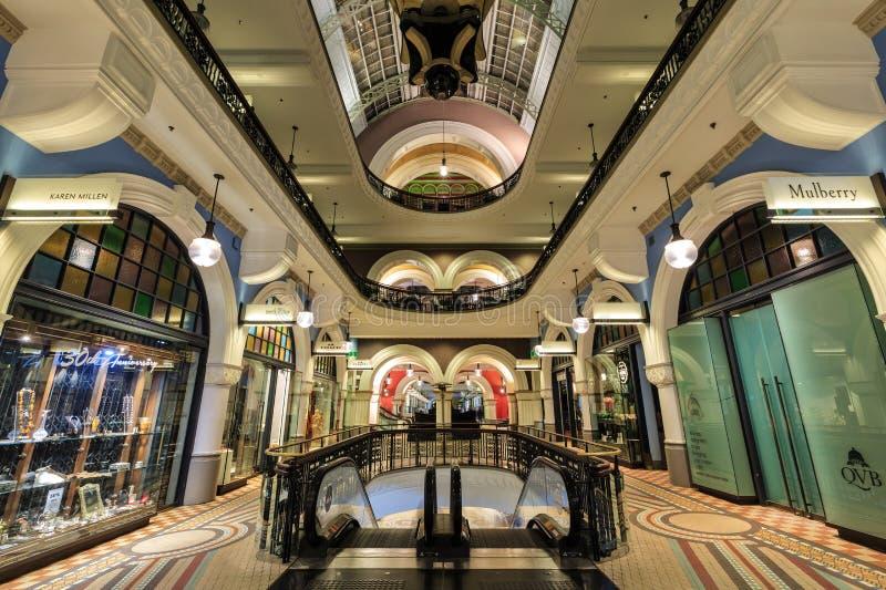 Shoppar i drottningen Victoria Building, Sydney, Australien royaltyfria foton