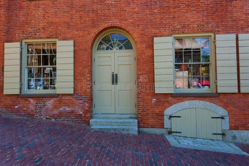 Shoppar pittoreskt krimskrams för Salem Massachusetts erbjudanden arkivbild