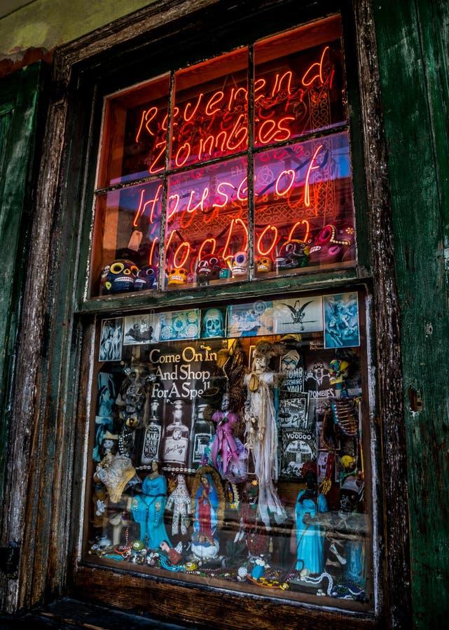 Shoppar voodoo New Orleans för den franska fjärdedelen arkivbild
