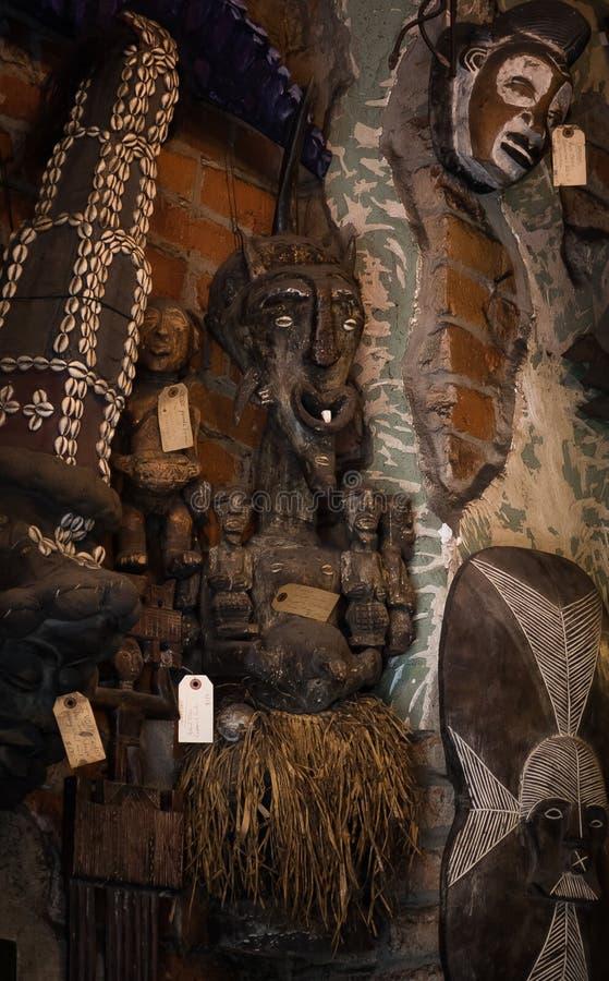 Shoppar voodoo New Orleans för den franska fjärdedelen dockan arkivbilder
