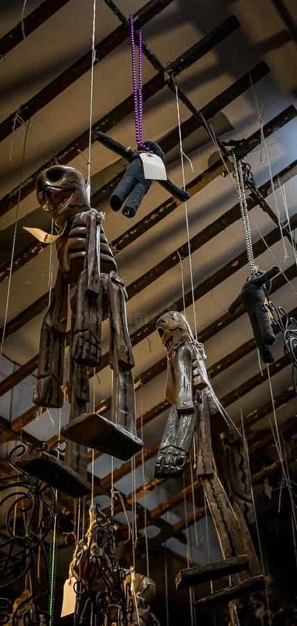 Shoppar voodoo New Orleans för den franska fjärdedelen dockor fotografering för bildbyråer