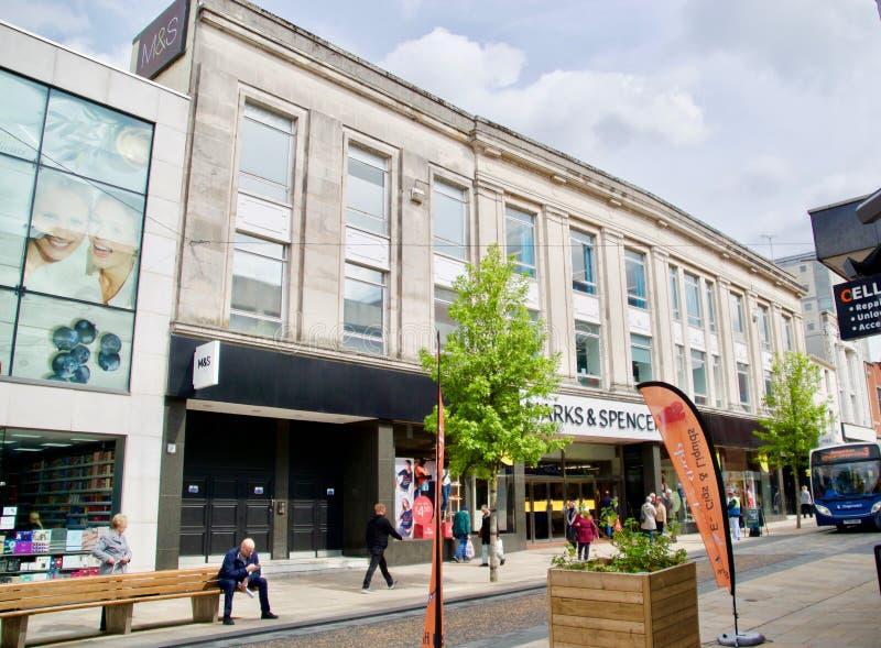 Shoppare i Preston Lancashire arkivbild