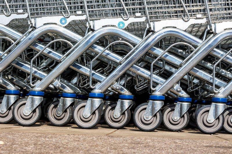 Shopping cart in front of a supermarket royalty free stock images